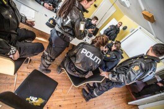 KNUST: Både laget og egget er knust etter at politioverbetjent Jan Vegard Heierdal har lært dem en lekse om å passe på VIPen sin.