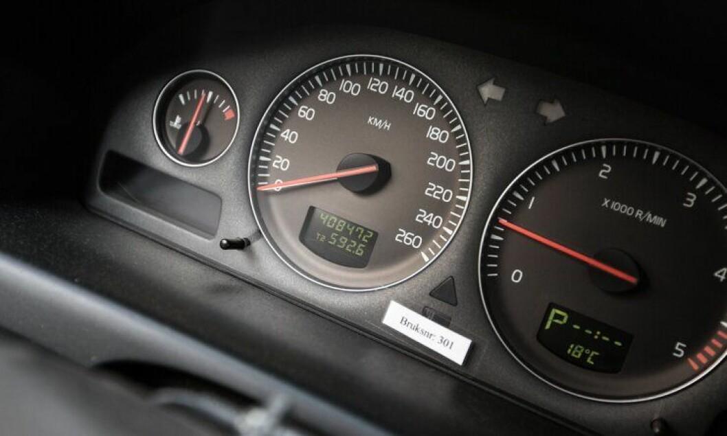 Kilometermåleren på en Volvo V70 2006-modell som nå har fått utrykningsforbud: 408 000 km.