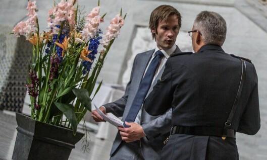 Statsekretær Brain-Karlsen sammen med Politidirektør Odd Reidar Humlegård under 2015-kullets avslutning i Oslo.
