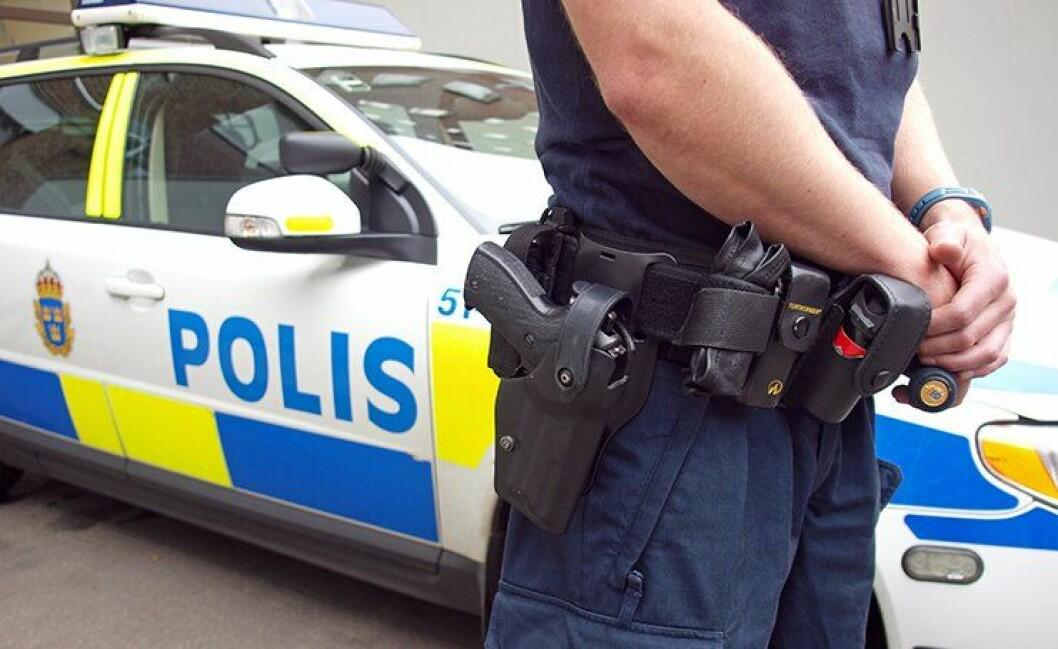 Svenske politifolk føler seg usikre, og flere slutter i jobben enn før.