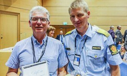 Tor-Geir Myhrer sammen med assisterende rektor Tor Tanke Holm ved PHS.