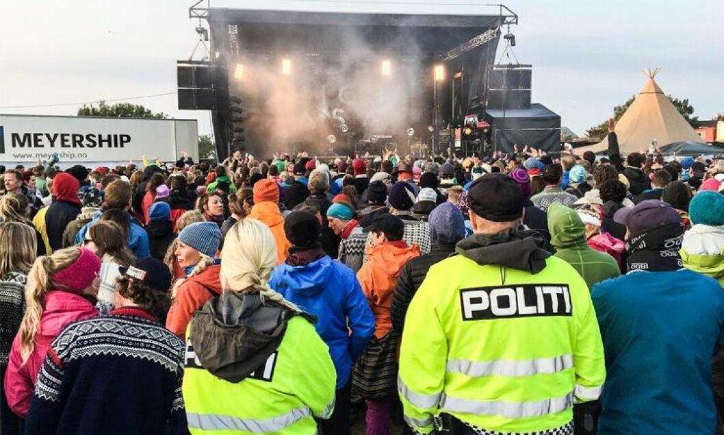 KULTUR PÅ JOBB: Trænafestivalen samler både store og små artister. Det gjør at politiet også kan få litt underholdning under vaktene.