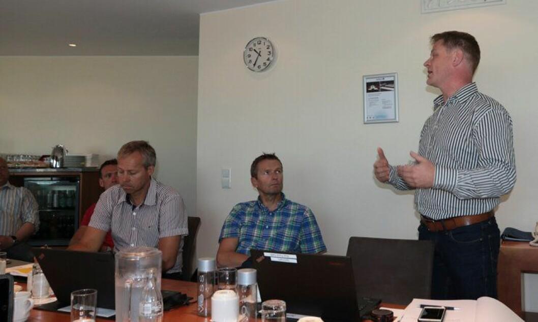 FORHANDLINGSKLARE: Roar Fosse (t.h.) leder PF i ATB-forhandlingene som skal gå denne måneden. Til venstre for Fosse sitter forbundssekretær Arild Hustad og hovedverneombud for etaten Audun Buseth.