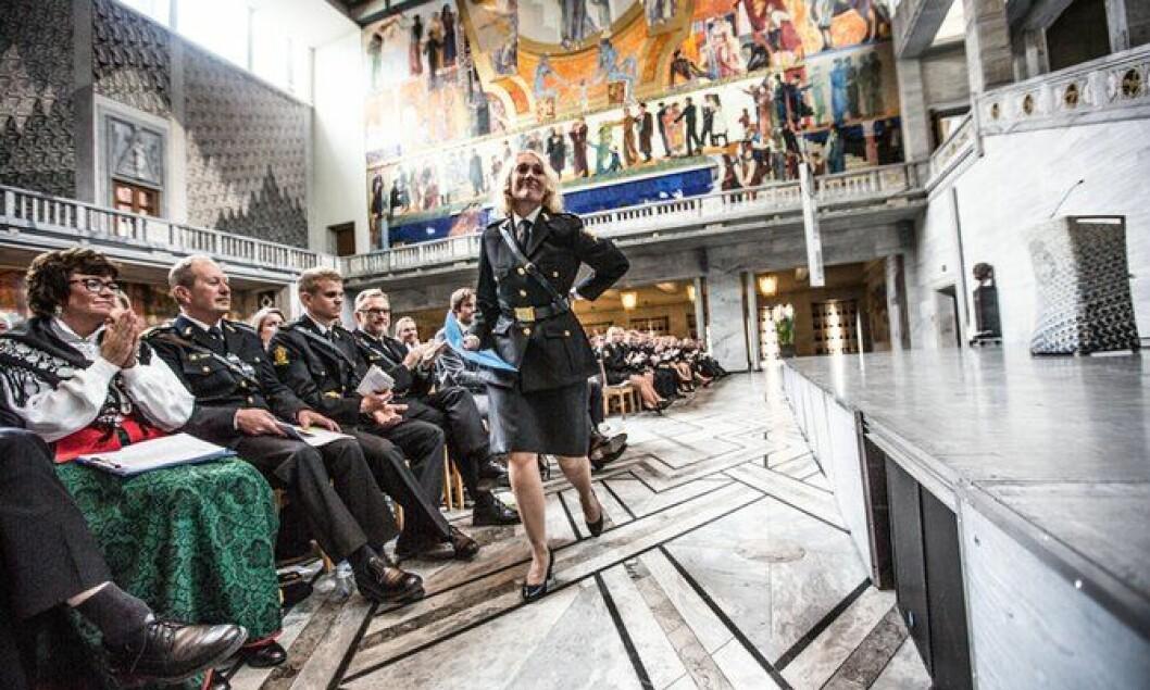Rektor Nina Skarpenes under avslutningen for PHS-studentene før sommeren.
