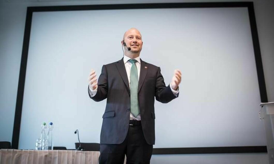 Justis- og beredskapsminister Anders Anundsen håper på kreative og åpne ledere i politiet framover. Tirsdag snakket han for PFs lederkongress i Bergen.