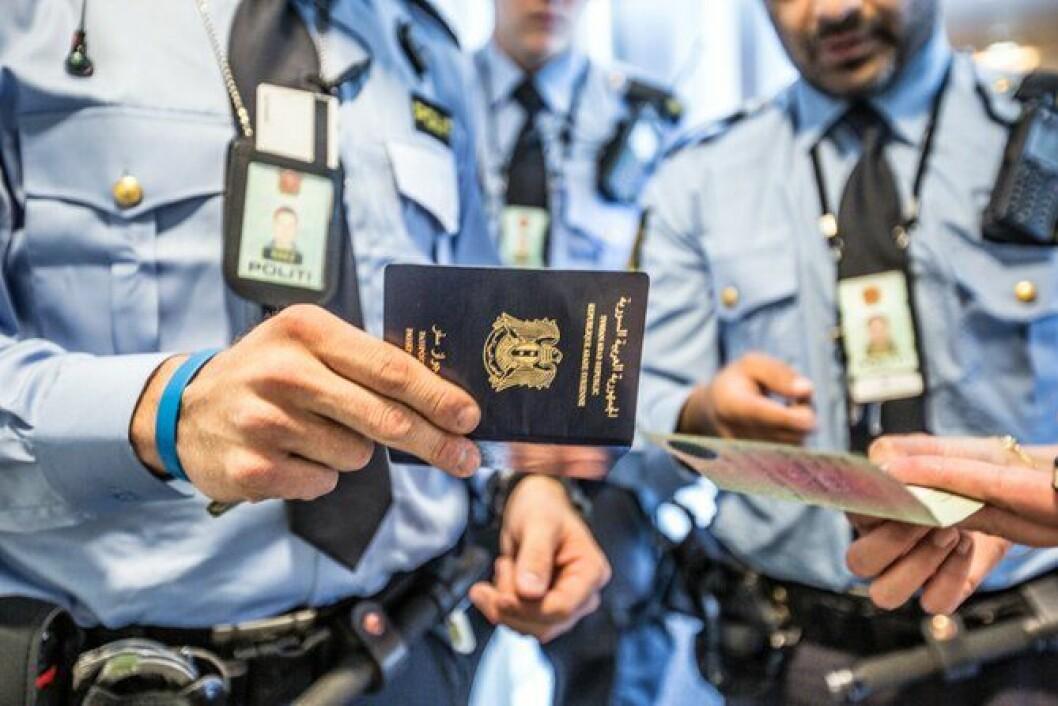 Det er ikke uvanlig at politiet på grensen til Sverige kommer i kontakt med papirer som er falske, eller ikke stemmer overens.