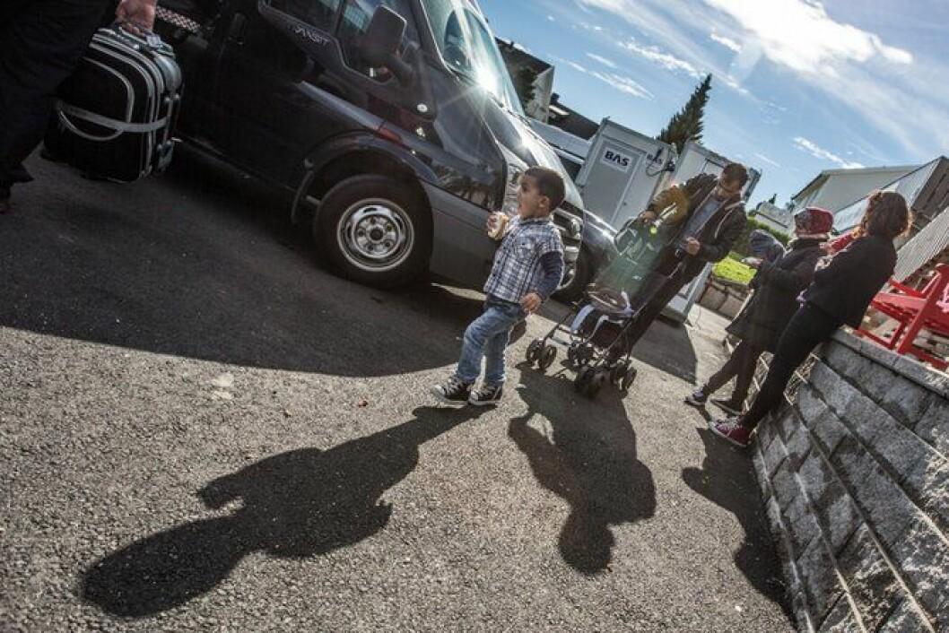 Etter natten i Sarpsborg går veien videre til Oslo for flyktningene fra Syria.