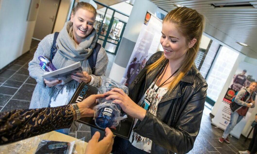 Pernille Aasen og Isabella Ludviksen var blant dem som meldte seg inn på Politihøgskolen.