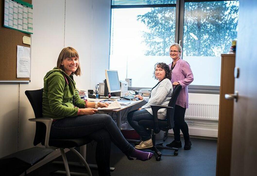 Usikre: Vivian Kristiansen, Karianne Mørch og Anne Grete Rolfsrud jobber på Forvaltningsseksjonen i Drammen. Politireformen foreslår at arbeidsoppgavene til en av dem skal fjernes fra politiet, men de tre vet svært lite om hva framtiden vil bringe.