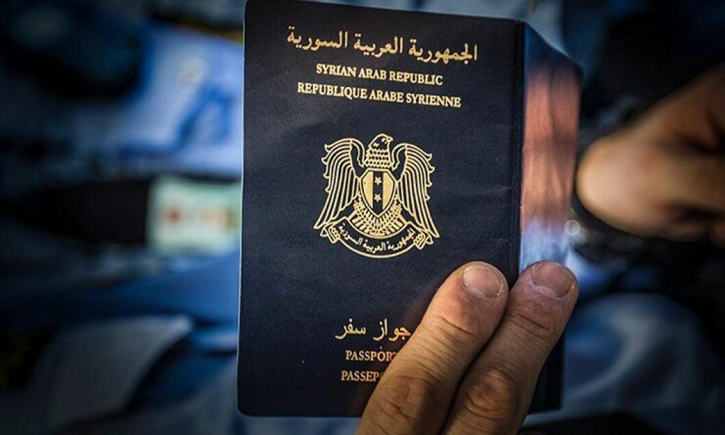 Syriske pass selges rundt omkring i verden. Nasjonalt ID-senter har vært i Syria for å skaffe informasjon om de syriske ID-papirene.