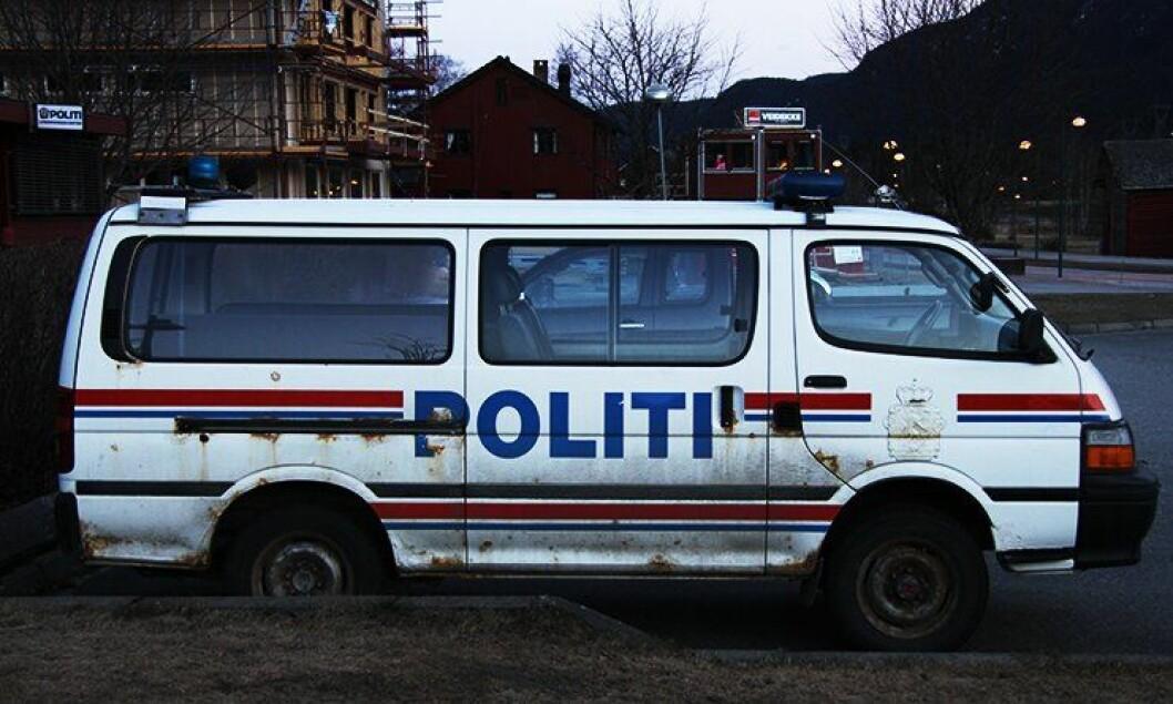 Denne bilen var i drift ved Flå lensmannskontor ut 2012. Bilparken er for mange ansatte et håndfast tegn på økonomisituasjonen i distriktene.