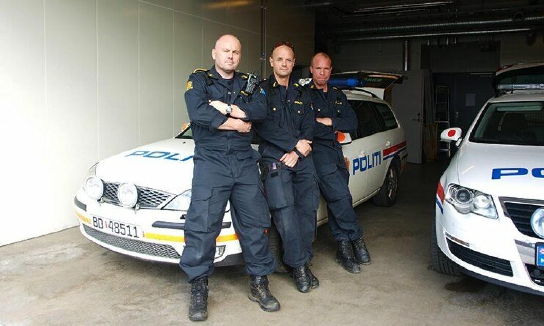 – Det blir en snakkis hvis det går ei hel uke uten at denne bilen må på verksted, sier fra venstre Remi Anbakk, Alexander Skjernen og Odd Ivarjord.