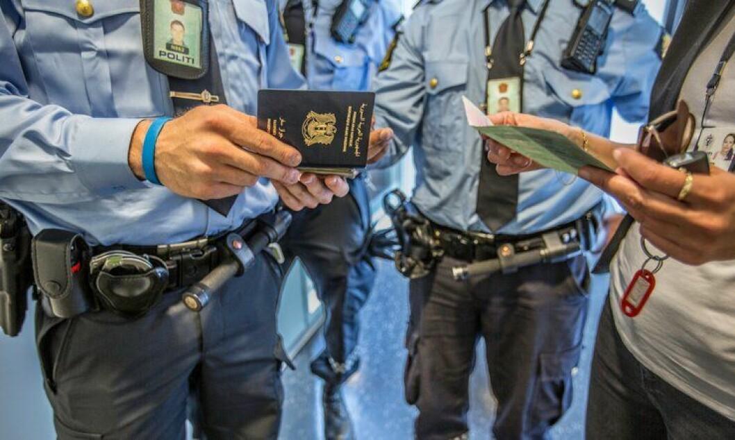 Regjeringen bevilger mer penger til kontroll og registrering av flyktninger i 2016.