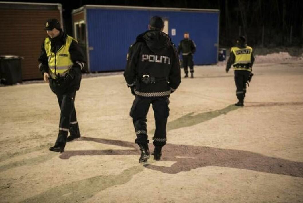 Politifolk på Storskog grensekontrollsted, der asylsøkere har kommet og blitt uttransportert.