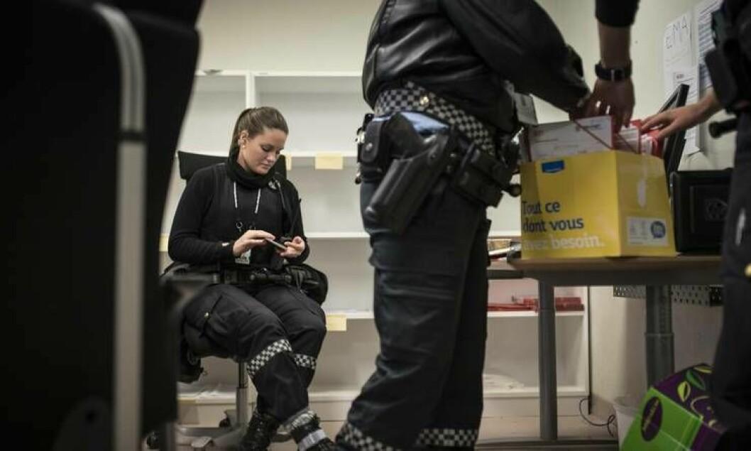 Elin Therese Madsen er blant mange nyansatte som jobber på mottakssenteret i Kirkenes.