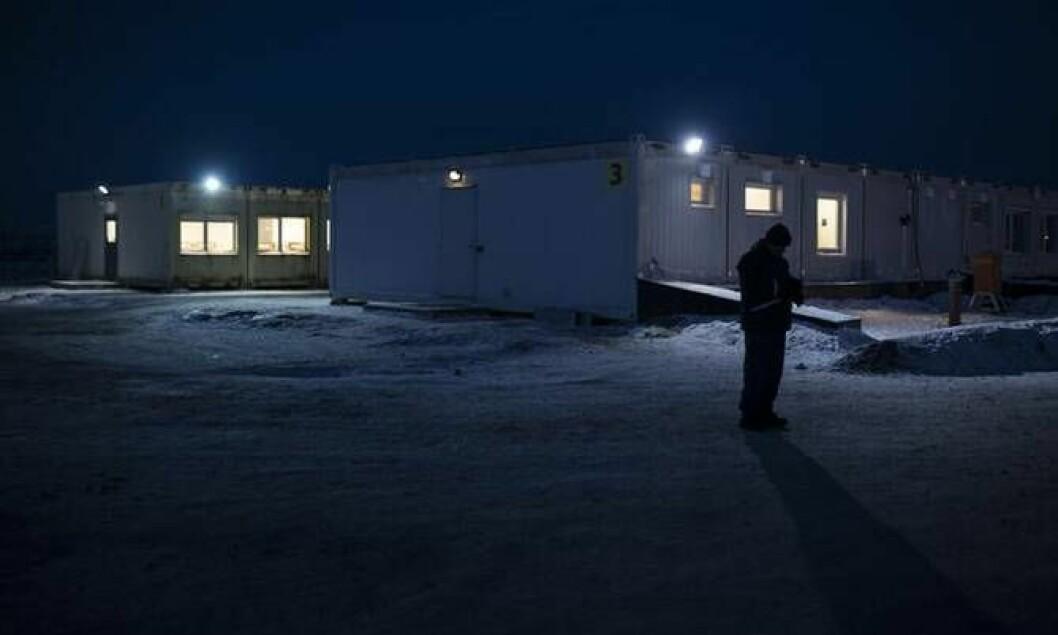 En asylsøker på ankomstsenteret på Høybuktmoen i Finnmark i november. Det vakte oppstandelse da mange ble sendt tilbake til Russland herfra i januar.