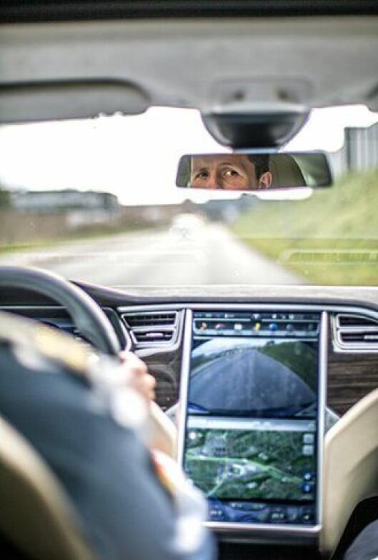 Kan Tesla bli en bra politibil? Politiforum har testet. (bildet er manipulert)