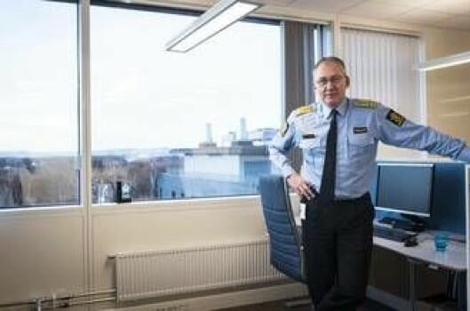 Politidirektøren på sin nye arbeidsplass i sjuende etasje i POD-bygget. Han sitter sammen med resten av ledergruppa i POD i et åpent kontorlandskap.
