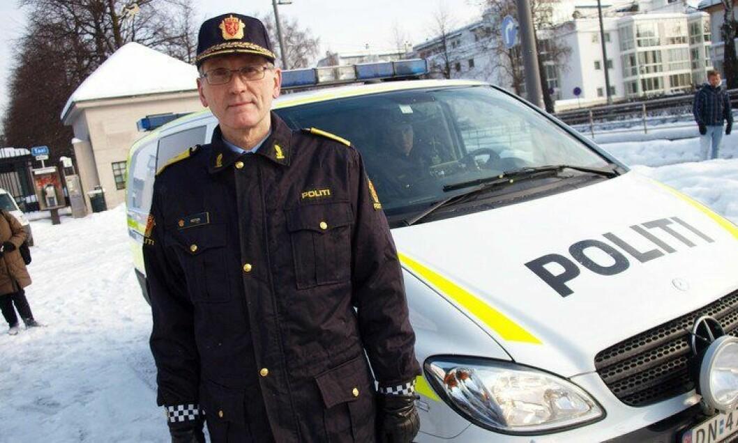 Vidar Refvik, assisterende politidirektør, varsler at det vil bli en betydelig reduksjon i hvor mange som må jobbe med lønn og regnskap i framtiden.