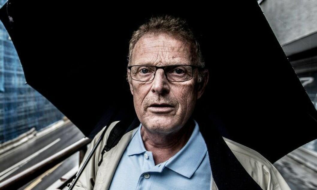 Knut Lauvrak vet at han ikke kan komme tilbake i jobben som arrestforvarer etter skaden han pådro seg. Han føler at han ikke har fått oppfølgingen han skulle ha hatt, etter brannen i på cella.