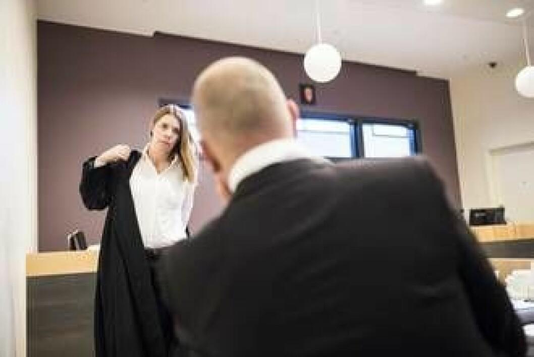 Politimannen og advokat Merete Furesund i lagmannsretten. Politimannen tapte ankesaken.