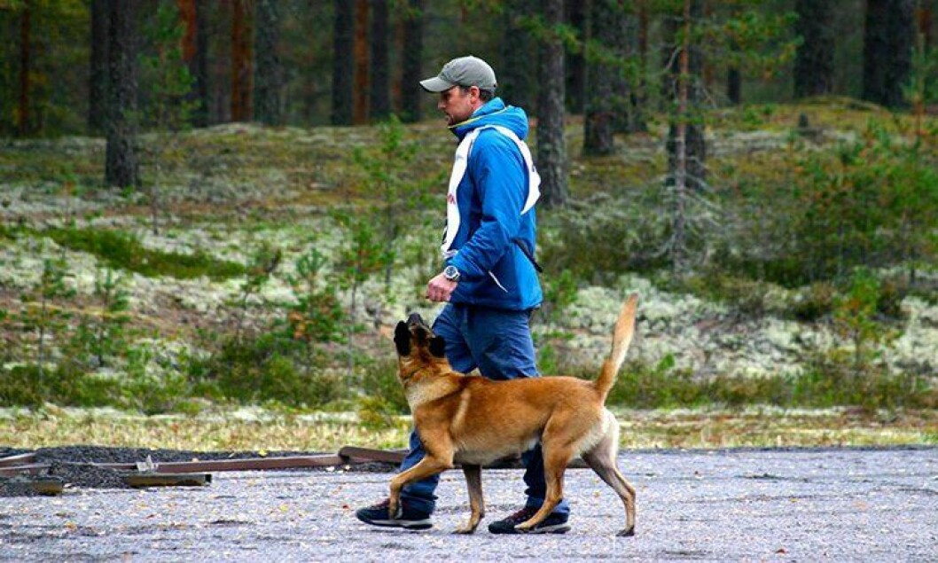 Peder Zeiner Christiansen har mange års erfaring med opptrening av hunder. Han har blant annet erfaring fra Forsvaret og Norsk Folkehjelp.