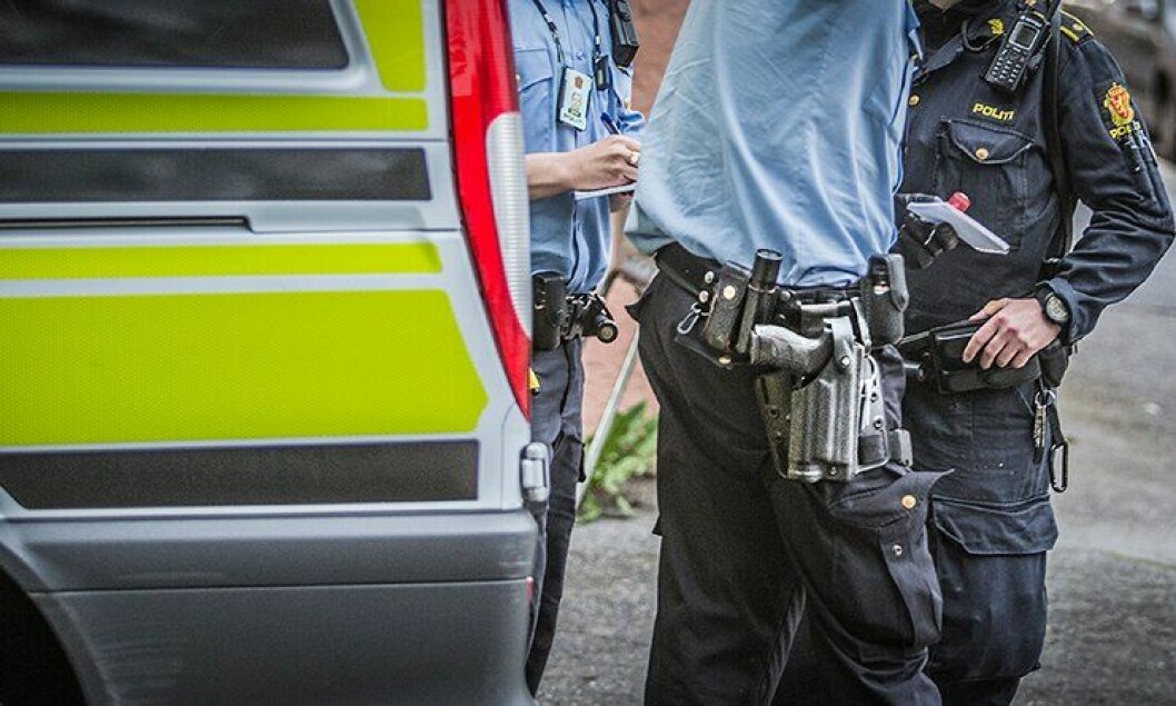 Politiet har hatt våpen på hofte i vanlig tjeneste i over ett år. Nå er det slutt.