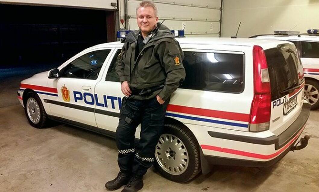 Mil etter mil: Fungerende lensmann Hogne Rosø i Nesna på Helgeland, er glad i sin gamle Volvo V70 - som tross sine 400.000 kjørte kilometer fortsatt ruller og går.