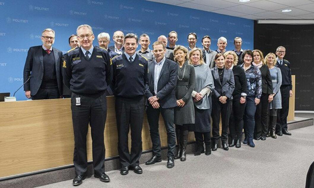 Sju kvinner og 15 menn er å se på bildet av den nasjonale ledergruppen i politiet. Forfatteren av leserinnlegget er tidligere politikvinne, og synes det er synd at knapt tre av ti ledere i politiet er kvinner.
