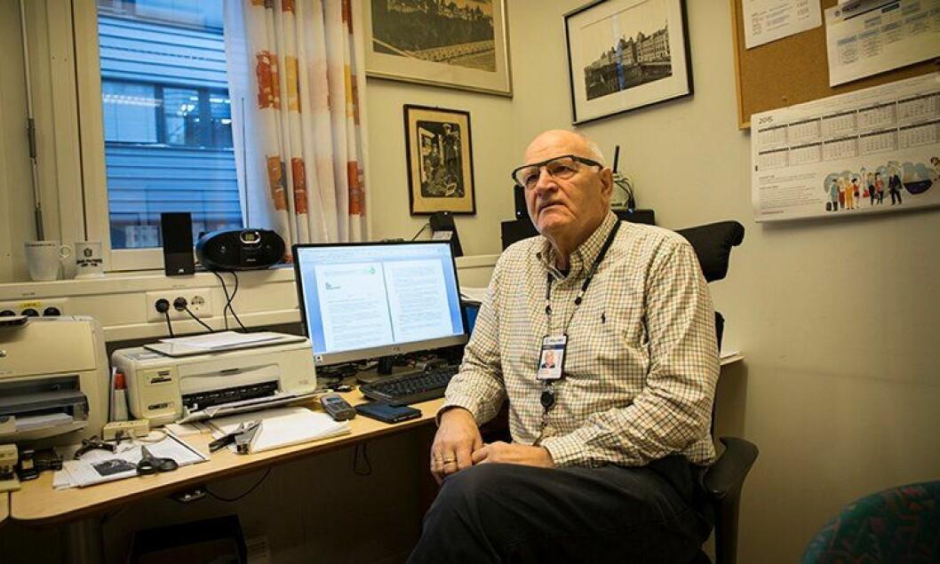 Historieinteressert: Det er viktig å ivareta politihistoriske gjenstander, sier Oddmund Dale i Norsk politihistorisk selskap. Her på foreningens kontor hos Kripos.