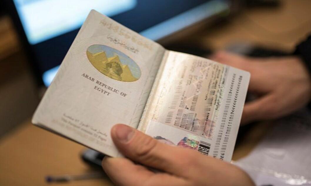 Asylsøker eller migrant? ID-papirene stammer fra mange land. Illustrasjonsfoto.