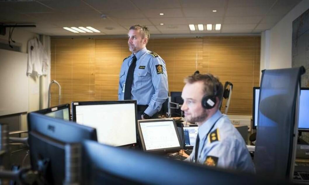 Operasjonssentralene rundt i landet er oppgradert til nytt nødnett. Men i nord kom nødnettet i bruk først i samme tidsrom som sentralene var besluttet nedlagt. Her fra operasjonssentralen i Bodø ved en tidligere anledning.