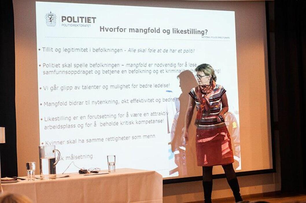 HR-direktør i Politidirektoratet, Karin Aslaksen, gjestet samlingen for å snakke om hvorfor det er viktig med kvinnelige ledere i politiet.