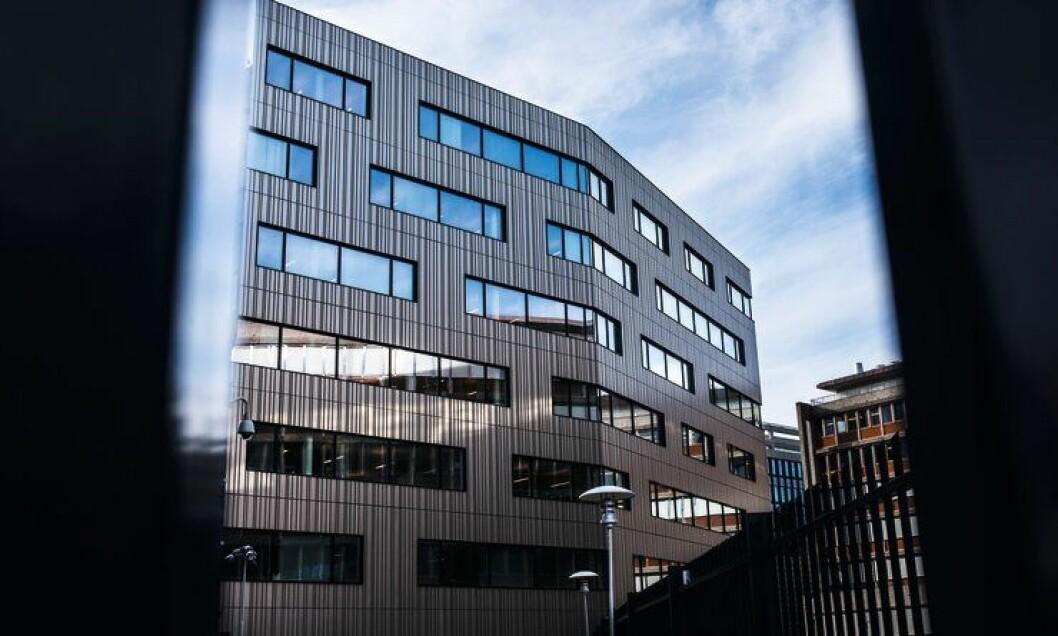 I Poiltidirektoratet jobber rundt 240 faste ansatte. I fjor ble en rapport om et varsel mot avdelingsleder Knut Smedsrud overlevert POD.