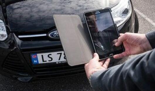 Med mobiltelefonen kan politifolk i Nederland skanne bilskilt. Nummeret sjekke direkte opp i den sentrale databasen, og befinner bilen seg på en «blacklist», får politiet beskjed.