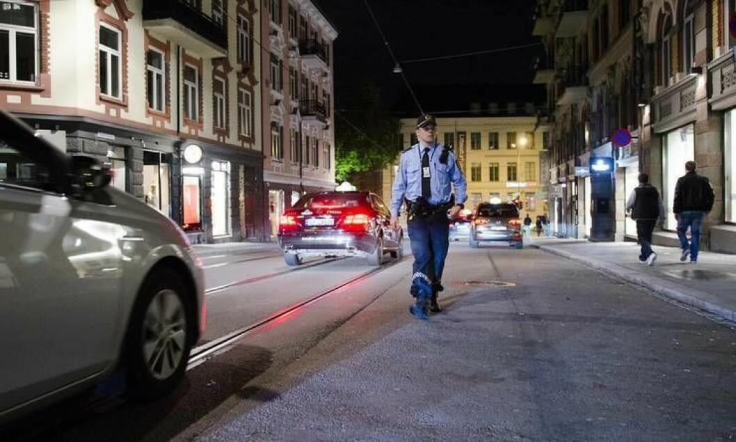 En politimann fra Majorstua politistasjon patruljerer sentrumsområdene i byen. Det kan bli endret på i løpet av året.