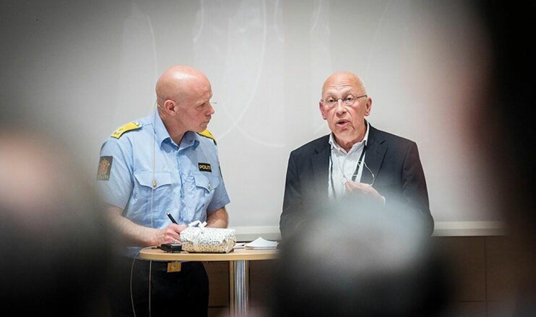 Tidligere politimester og Delta-mann, Terje Nybøe, og professor ved PHS, Johannes Knutsson, diskuterte bevæpning på forskningskonferansen til PHS.