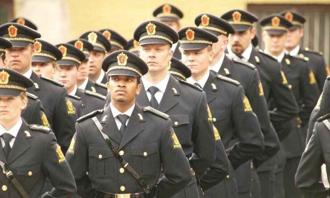 Tidligere politistudenter på siste skoledag.