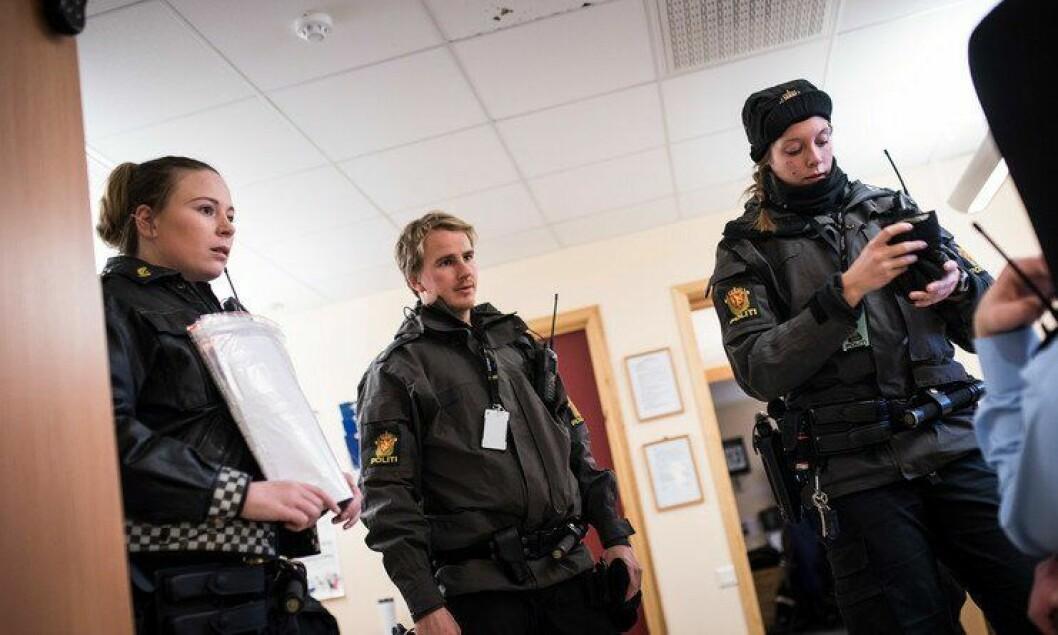 Politibetjenter på Storskog jobbet dag og natt i fjor for å ta unna alle asylsøkerne på det lille tjenestestedet. Det var til tider vanskelig for ansatte å vite hva slags rutiner som gjaldt for ID-registrering, ifølge Nasjonalt ID-senter.