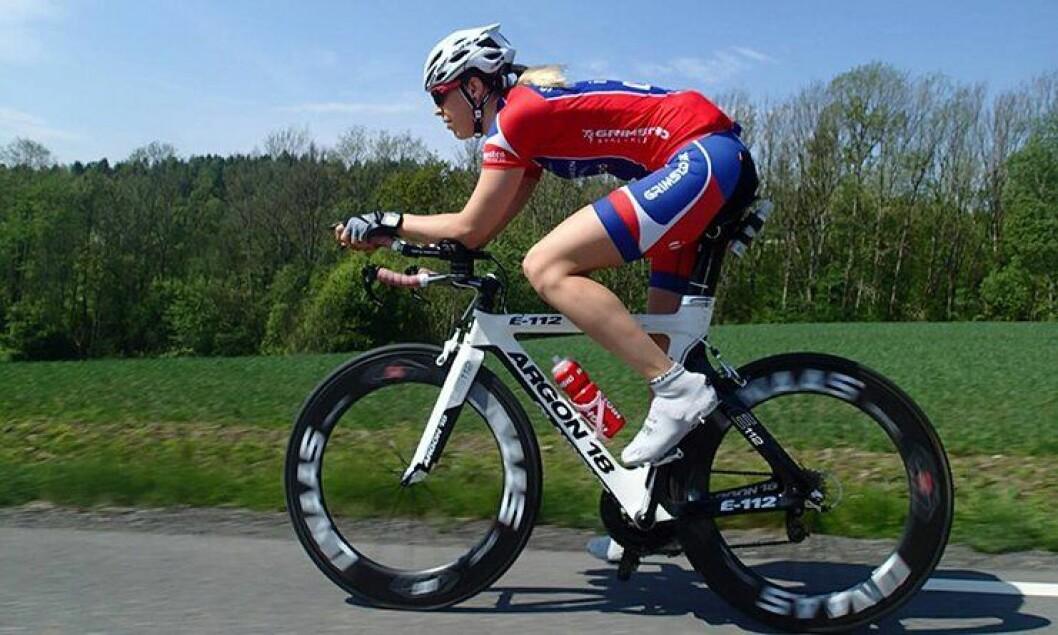 Julie Meyer Solvang sykler for Grimstad Sykleklubb og jobber i politiet. Søndag tok hun fjerdeplass i NM.