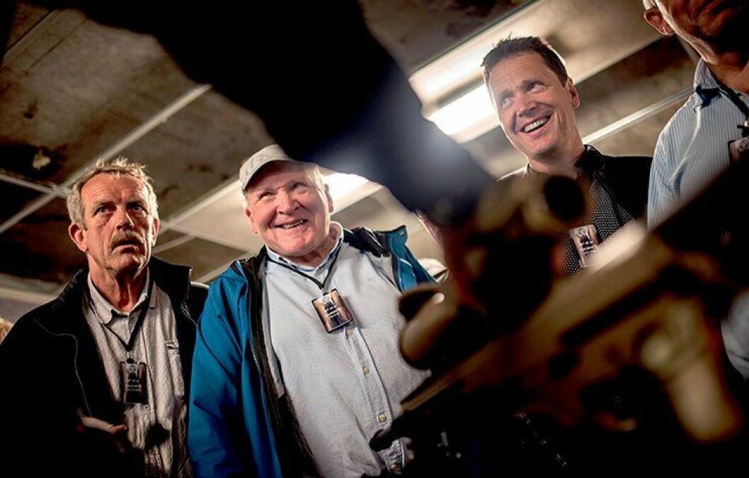 GAMLE HELTER: Lars Gustav Engemyr, Per-Ivar Borseth og Jan Over Thorsen har alle vært en del av Beredskapstroppen. De følger spent med når de får vist fram nytt utstyr, som de ikke kunne drømme om da de var med.