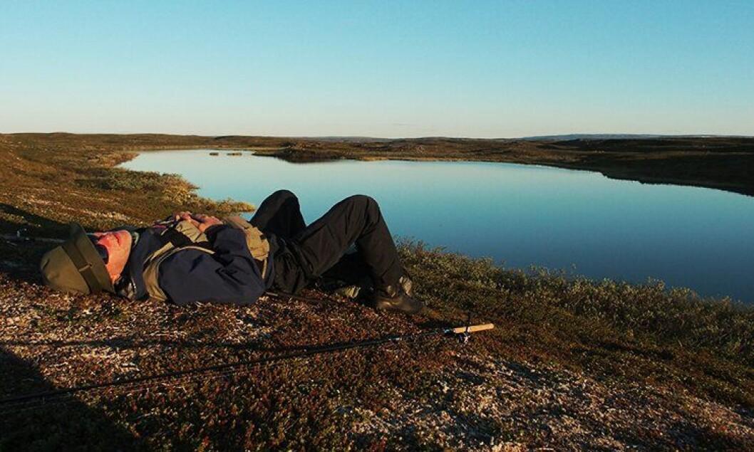 Uten klokke og mobildekning trives Skulstad best på ferie. I lyngen lader han batteriene før høsten.