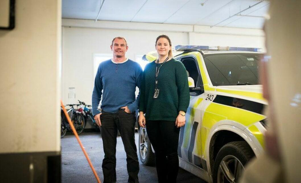 I kjelleren på Grenland politistasjon i Skien trives Pål Klevjer og Mari Håvardsrud i politijobbene sine. Men grunnlønna kunne vært høyere, mener de.