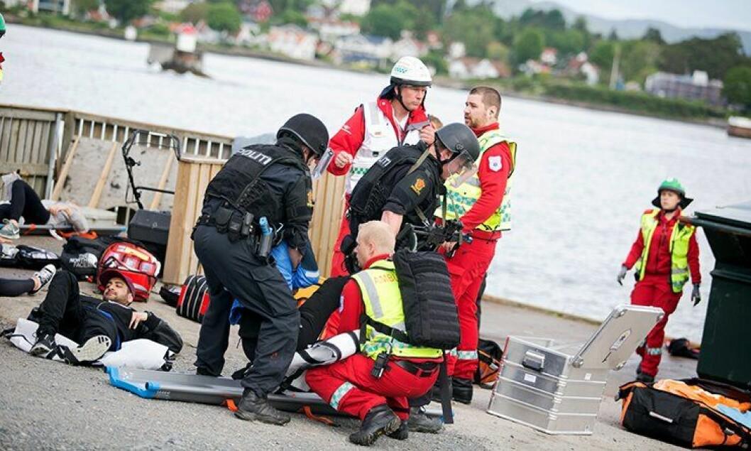 – PLIVO er jo en politioperasjon. Men den forskyver også ansvar. Når vi åpner døren for det, må vi finne ut hvor grensen skal gå. Hvor langt er brann- og helsepersonell villige til å gå i å ta ut kriminelle for å redde liv? spør Tore Walden. Her fra en tidligere øvelse på en øy i Oslofjorden.