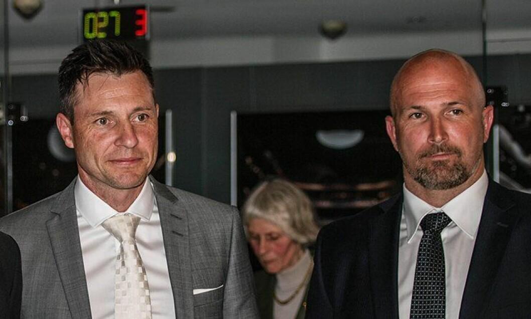 Monika-varsleren Robin Schaefer og PF-lokallagsleder Kjetil Rekdal under utdelingen av Fritt Ords pris 2015.