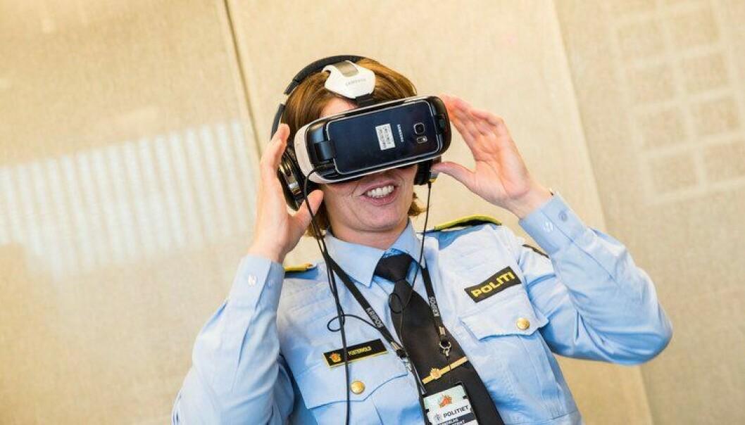 Visepolitimester Marit Fostervold lar seg fascinere av det som skjer i den virtuelle verden.