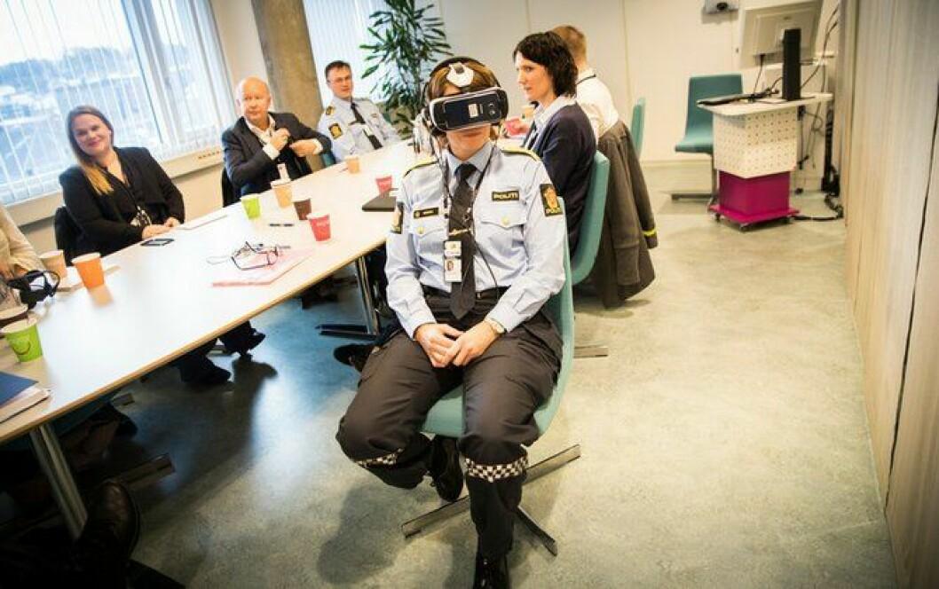 Marit Fostervold skal presentere hvordan VR-brillene fungerer på en konferanse denne uka.