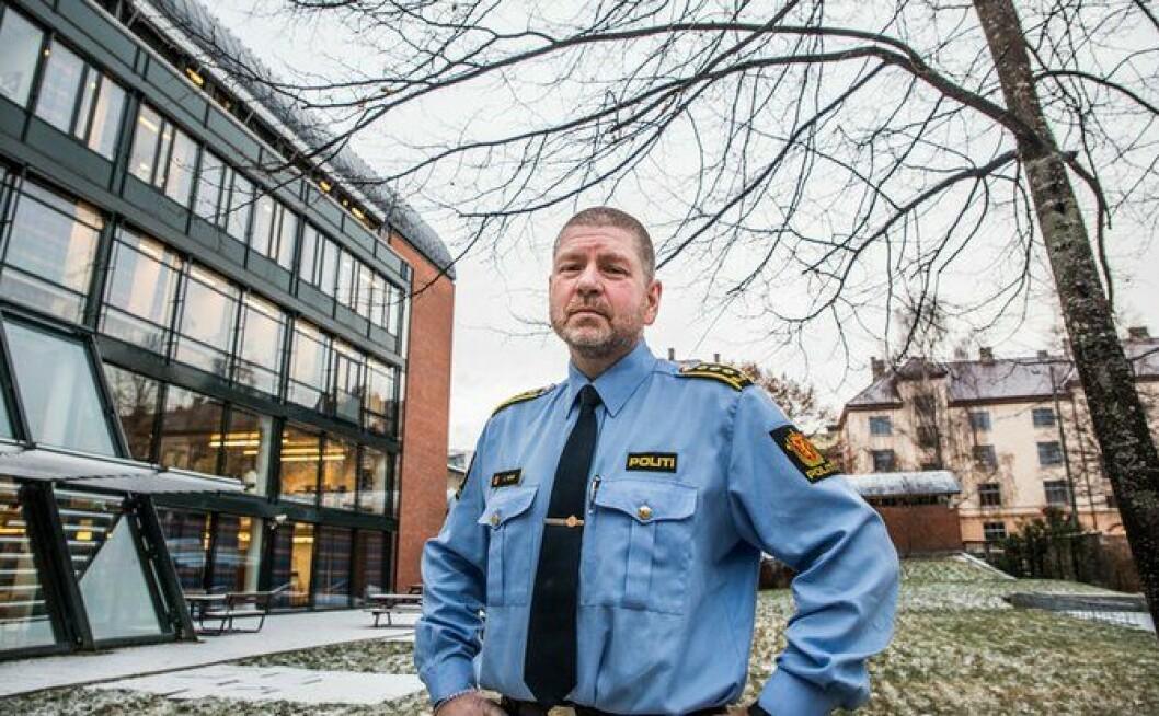 Eirik Rosø ved Politihøgskolen mener opplæring i våpen har blitt mye bedre med årenes løp.