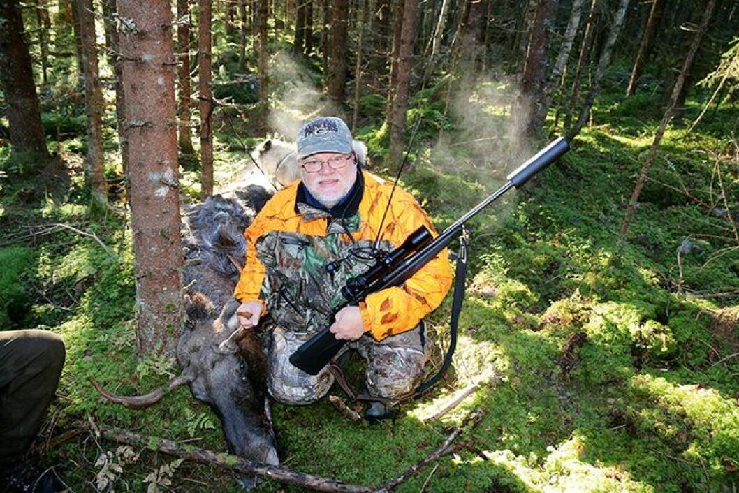 TREFFSIKKER: Med stående frihånd nås elgkvota med treffsikre skudd.