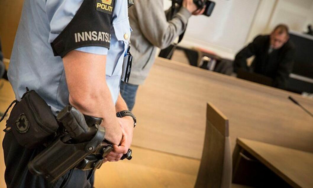 Det var bevæpnet politi i rettssalen da den tiltalte ble dømt for drapsforsøk i tingretten i juni. Nå har anken ført fram, og mannen frikjent i lagmannsretten.